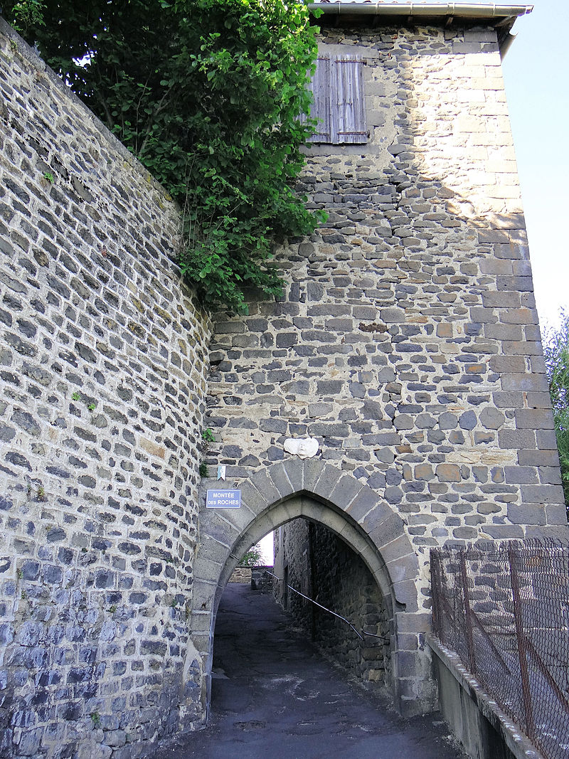 Saint-Flour - Porte des Roches -01.JPG