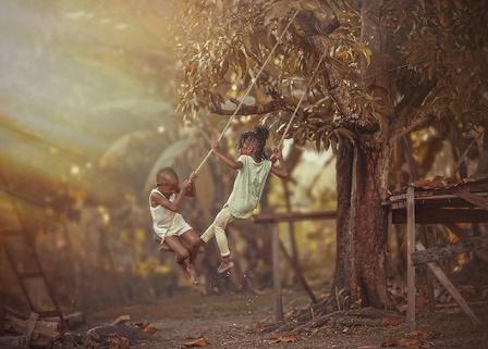 Les joies simples des enfants qui vivent dehors ...