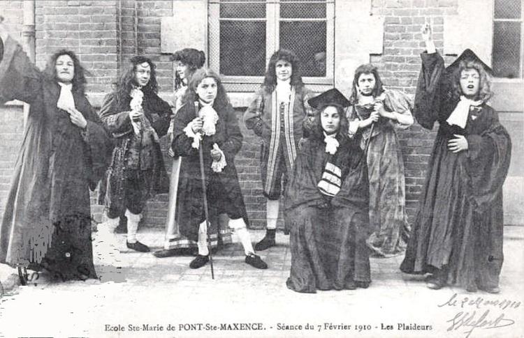 Les Plaideurs de Racine, joués par les élèves de l'école Sainte-Marie de Pont-Sainte-Maxence, le 7 février 1910