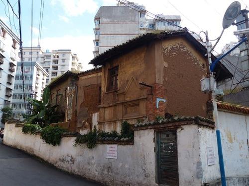immeubles anciens et modernes co-habitent