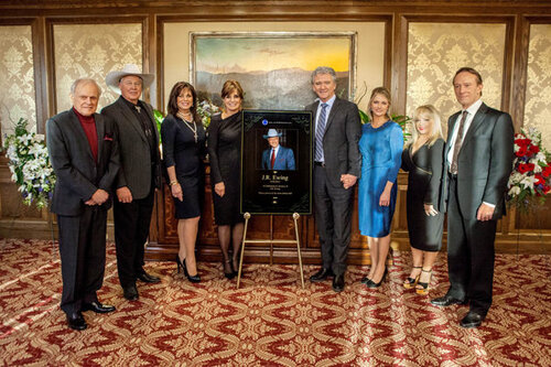 Joan Van Ark et Ted Shackelford dans la saison 2 de Dallas2012