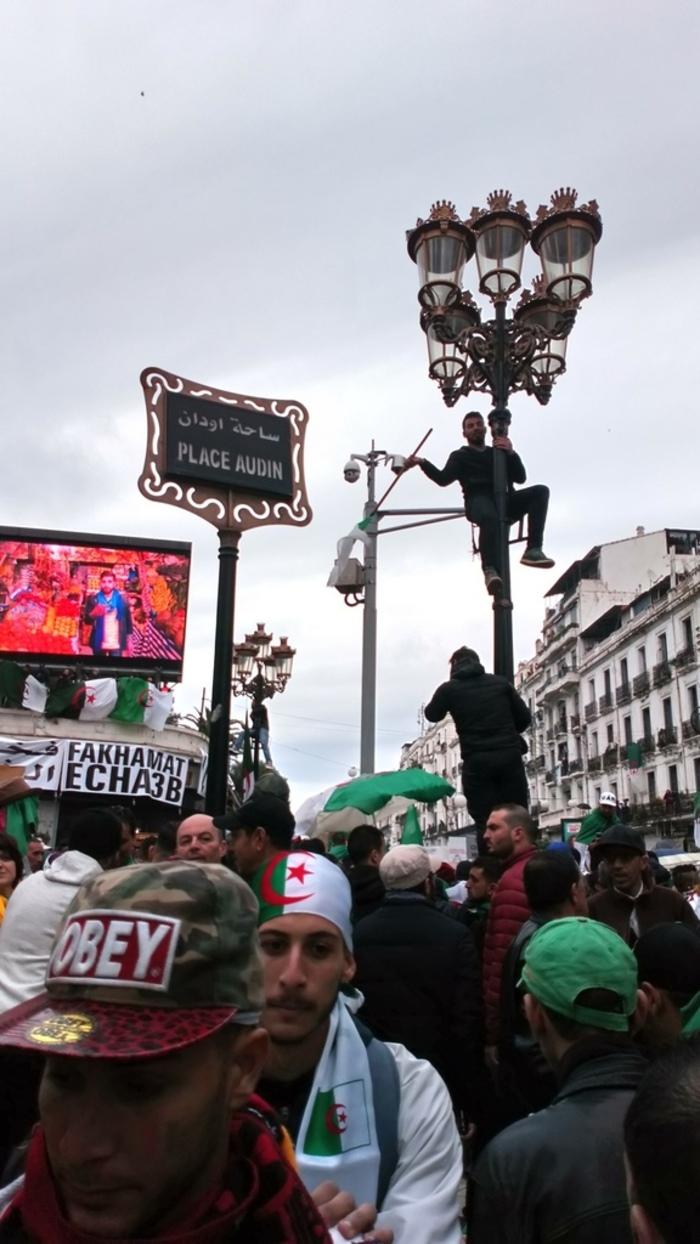 ONE, TWO, THREE, VIVA L'ALGERIE !    Par Bernard Deschamps qui était parmi  les manifestants franco-algériens malgré ses 87 ans
