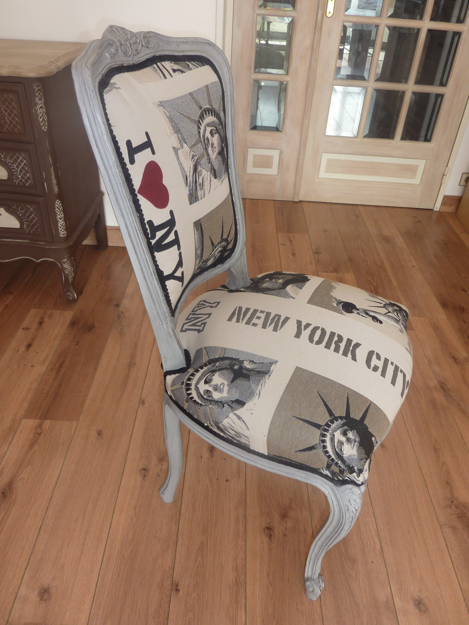 Chaise relook e new york patin e l 39 ancienne l 39 atelier for Chaise york