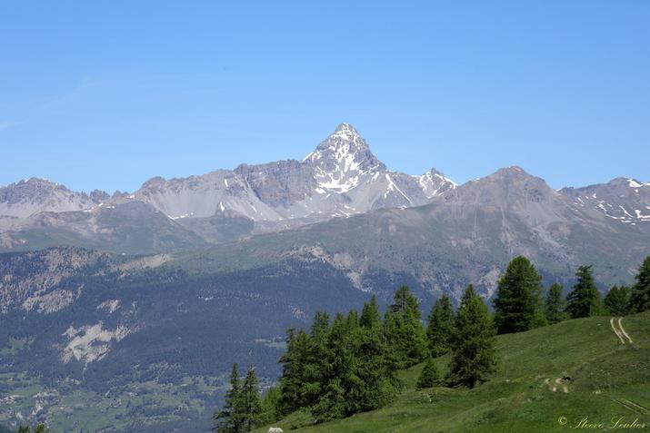 Pic de Rochebrune, altitude 3320m, point culminant du Queyras