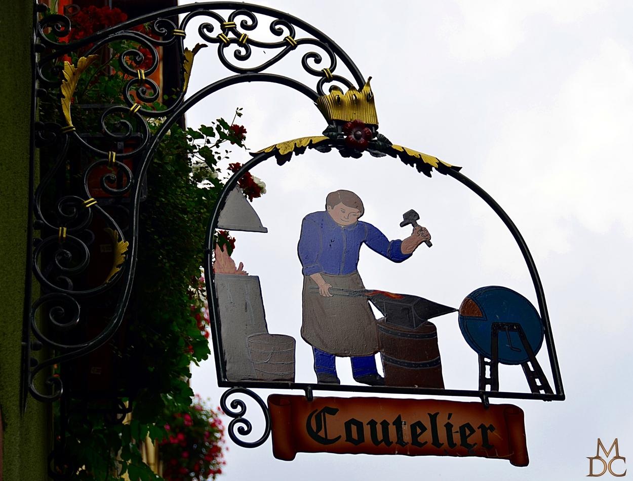 """Riquewihr (68) Haut-Rhin """"Enseignes de métiers"""""""