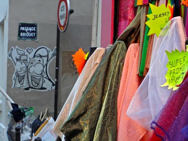 Croquis parisien: poubelles et street-art