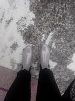 Môdeuse jusqu'au bout des pieds même sous la pluie!