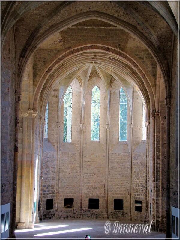 Abbaye de Beaulieu-en-Rouergue abbatiale le chœur et les baies en lancettes