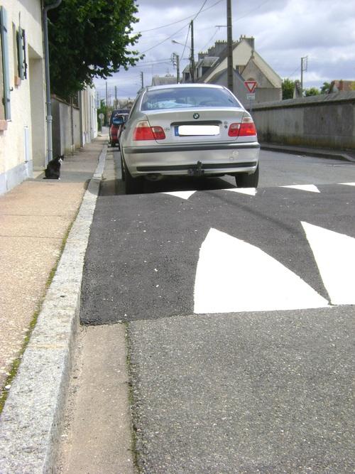 Le plus gros ralentisseur du monde est à Sully, rue des Barrés