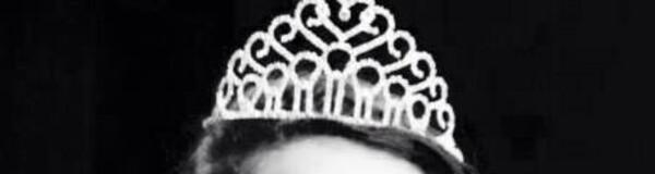 Qu'elle est la personne qui porte cette couronne  ????