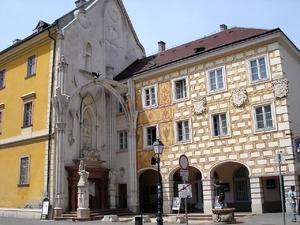 Székésféhérvàr, banque et pignon église