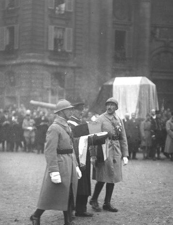 11 novembre 1920, le coeur de Gambetta porté au Panthéon,    source photo : Gallica. Cliquer pour agrandir
