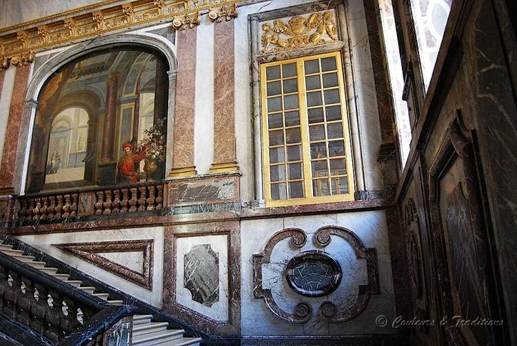 Par l'escalier de la reine, entrons au Château