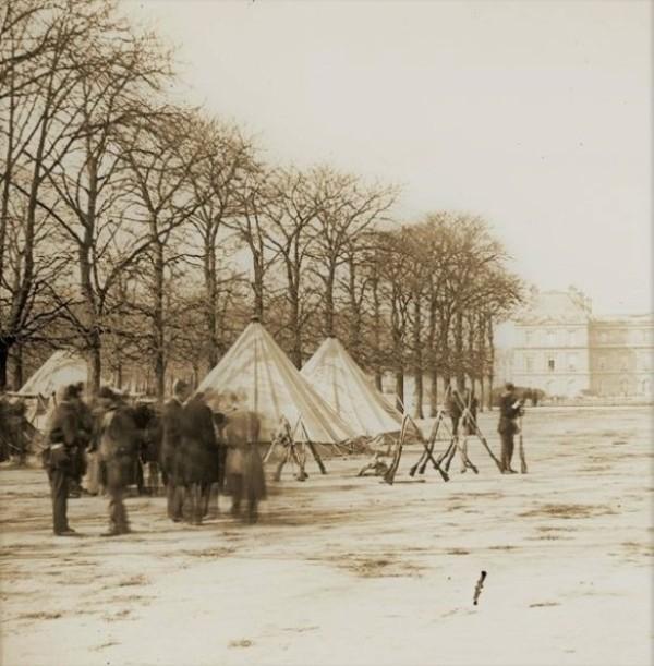 Guerre de 1870. Jardin du Luxembourg (image extraite d'une vue stéréoscopique de l'époque)