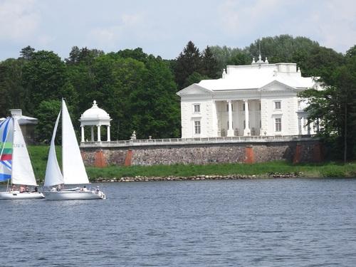 Promenade sur le lac de Galve en Lituanie
