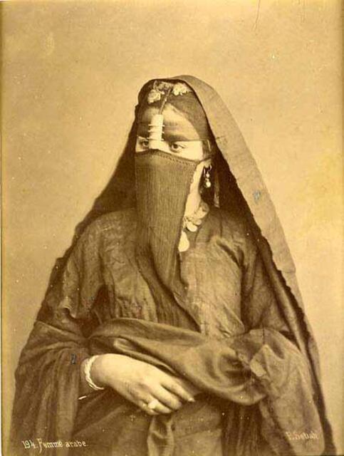 Femme Afrique du Nord . 1900