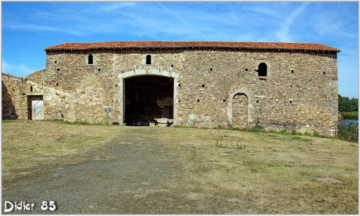 (85) Vendée - Saint Martin des Noyers (2) - Château de la Grève 2