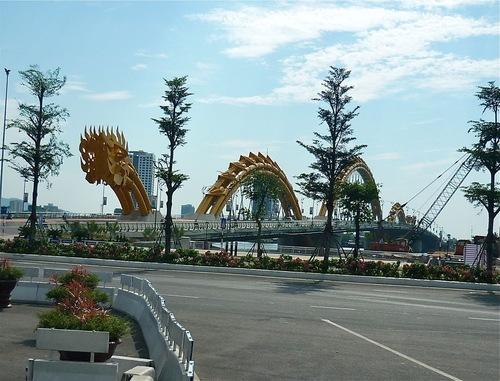 un pont moderne et esthétique