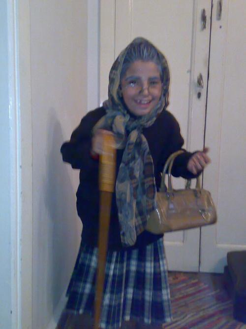 Une élève de l'école s'est déguisée en grand-mère !