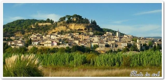 Vue du village de Cadenet (84)