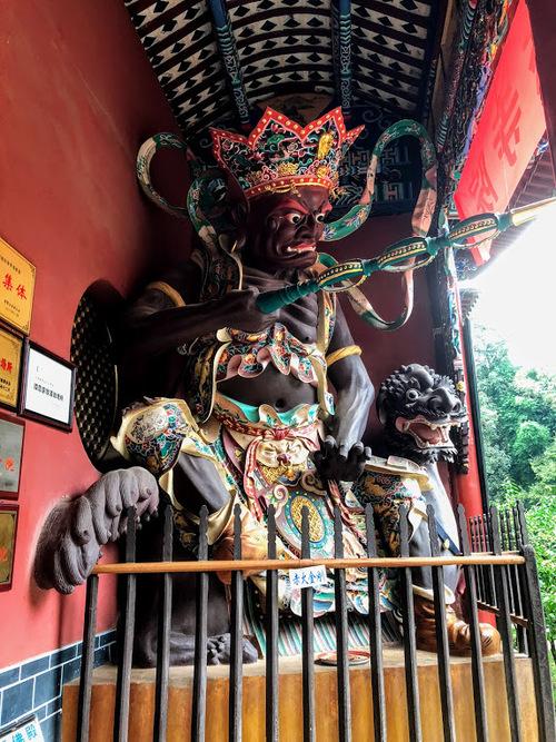 les gardiens du temple dans le pavillon splendide
