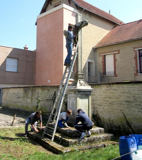 La restauration de la croix de la Douix à Châtillon sur Seine vient d'être réalisée....