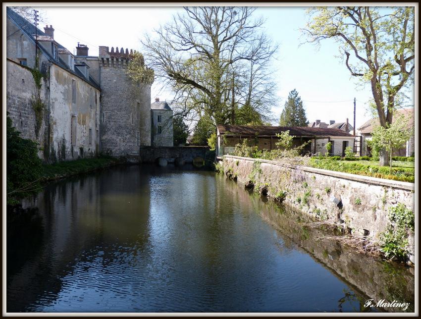 Le château voisin, vu du jardin de Cocteau