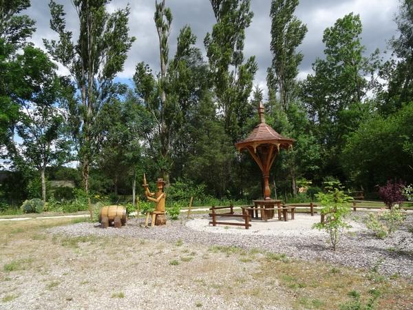 Chaumont le bois, village fleuri et superbement décoré....