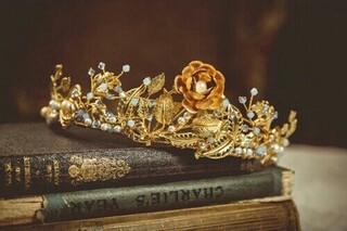 Image de crown, book, and gold