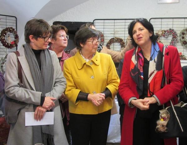 """Un chèque a été offert à l'Association """"Solidarités Femmes"""" par le Zonta Club Châtillonnais..."""