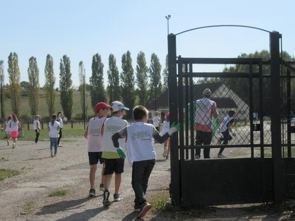 """""""Nettoyons la nature !"""" une belle initiative des écoliers du Pôle Scolaire de Sainte Colombe sur Seine ..."""
