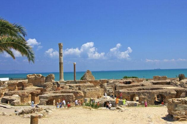 Ruines antiques avec vue