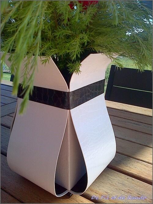 Vase blanc et prune