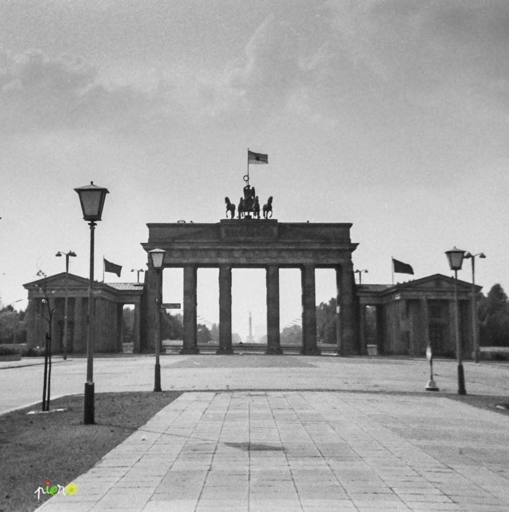 Berlin Est, Porte de Bandebourg, août 1968.