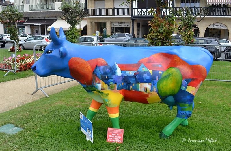 La Cow Parade et les Restos du Cœur