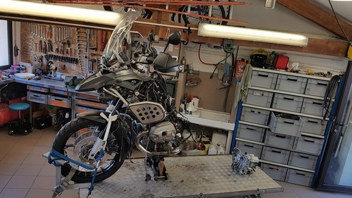 """Jean-Yves et Frida, l'histoire simple d'un motard """"voyages"""" et d'une BMW R1200 GSA en Touraine."""