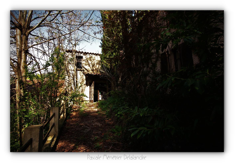 Urbex en Cévennes, Gard (3/3) - L'hôtel, ses salons et terrasses.