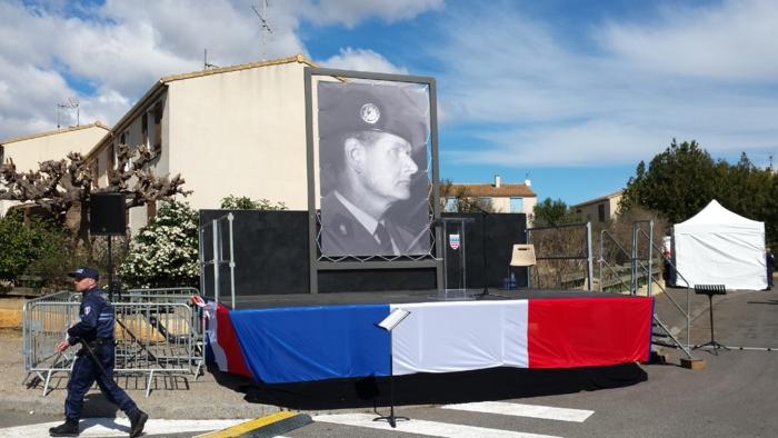 Maire de Béziers, « l'emmerdeur sans frontière Ménard » est spécialiste des décisions polémiques… c'est aussi un opportuniste… devenu plus extrémiste que l'extrême droite…