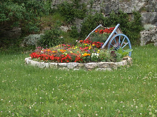 Artemare ( entrée du village )