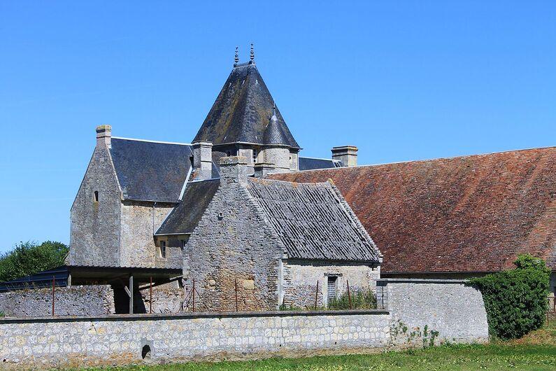Saint Aignan de Cramesnil chateau.JPG