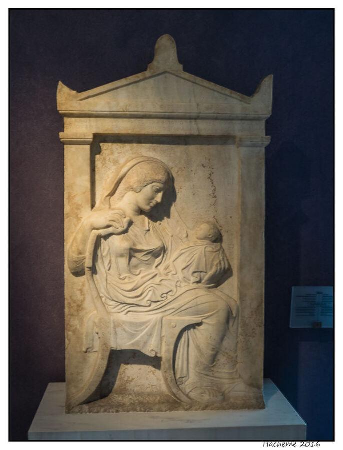 Stèle de la mère et l'enfant