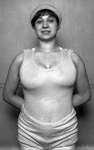 Violette Morris 1913 (02).jpg