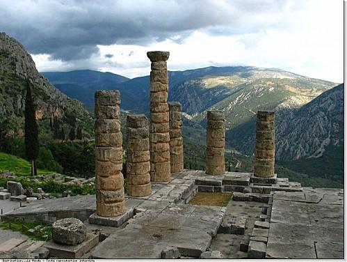 Grece-Delphes-colonnes-vallee-ag