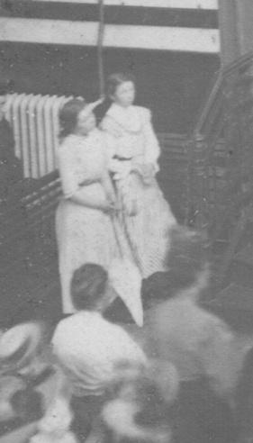 Jeanne et Louise, les filles adoptives