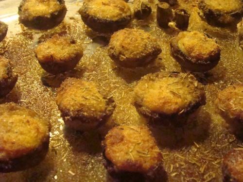 Recette de Champignons farçis à la mozzarella. Pourquoi pas!