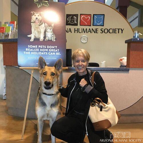 (-*♥*-) Ce couple adopte le dernier chien du refuge, un berger allemand handicapé.(-*♥*-)