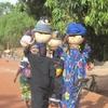 Burkina Femmes chargées revenant du marché