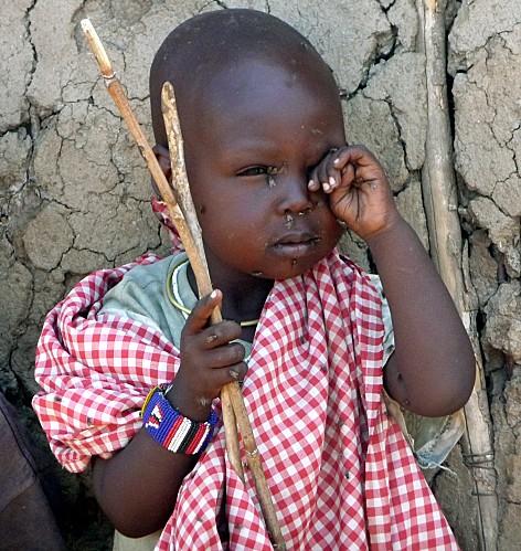 bébé Masaï mouches
