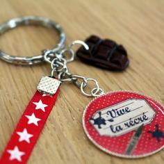 """Joli porte-clés grigri ou bijou de sac """"vive la récré"""" cadeau pour la maîtresse"""