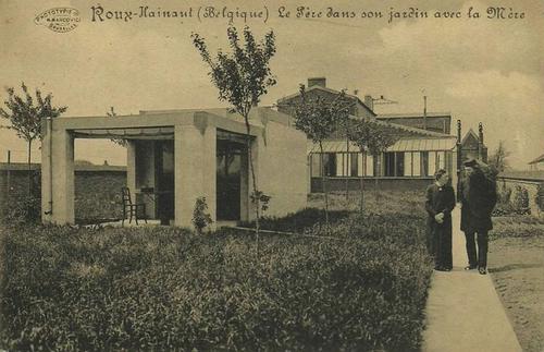 Roux-Hainaut (Belgique) - Le Père dans son jardin avec la Mère